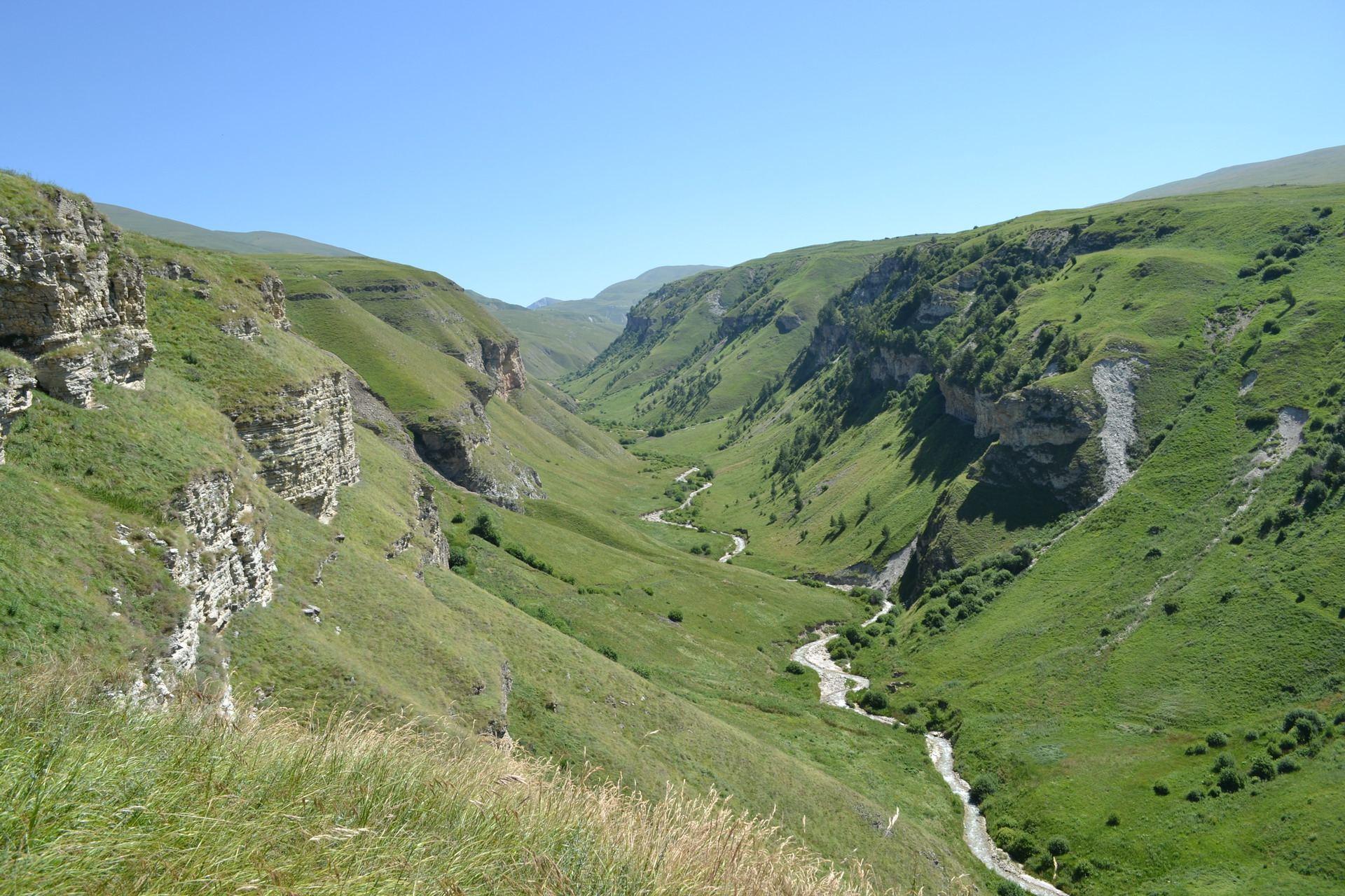 красивое ущелье, чечня, горы кавказа