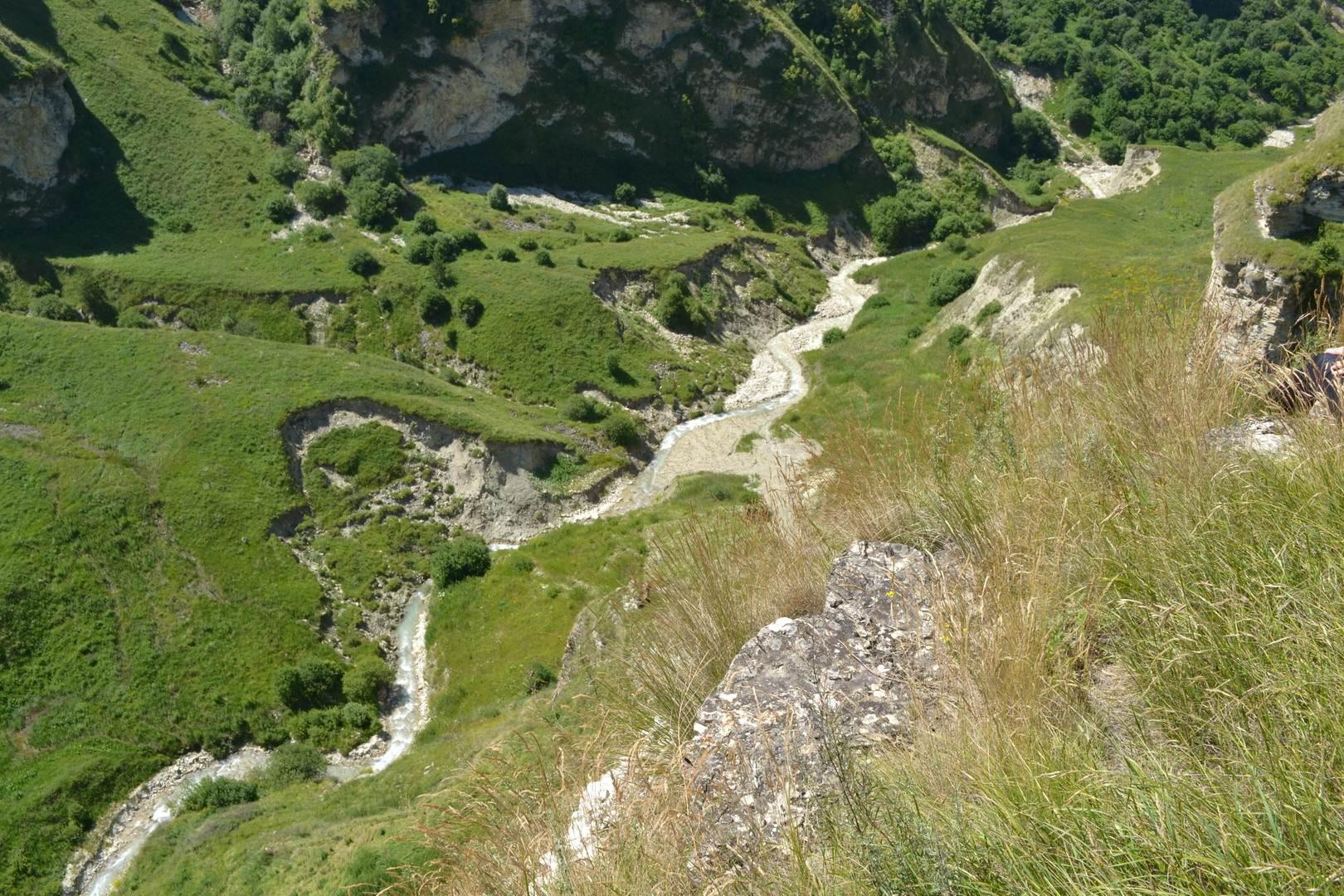 чечня, горы кавказа, ущелье, река