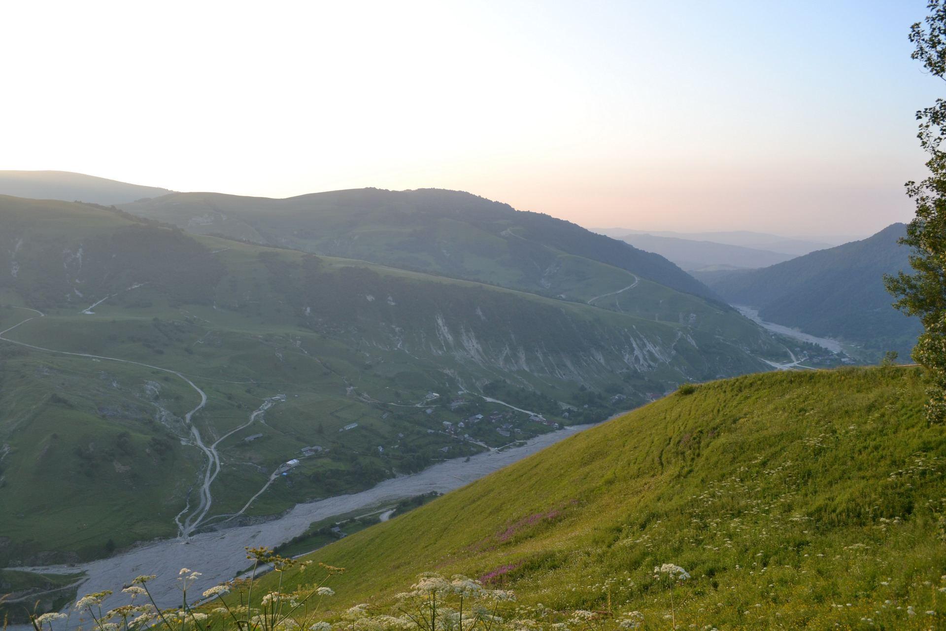 чечня, горы кавказа, река, ущелье