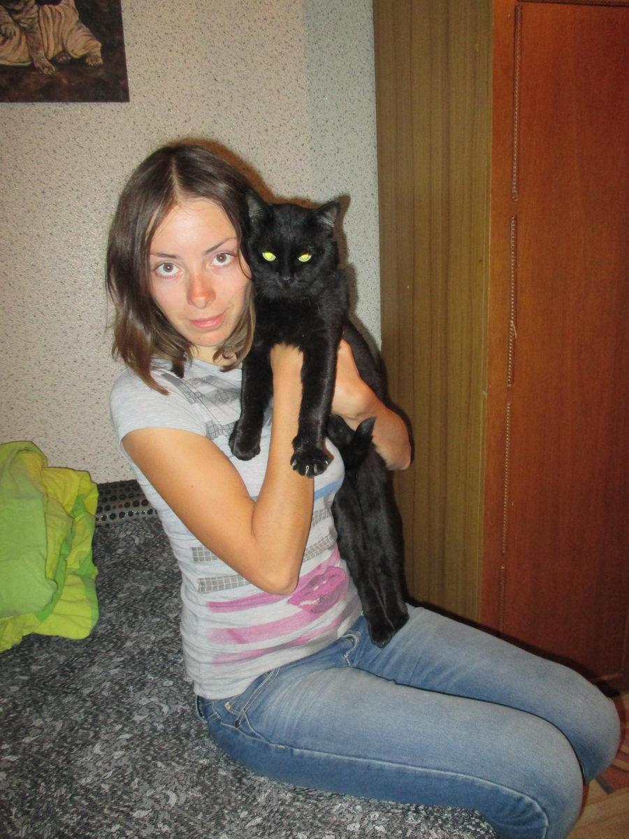 хитрый чёрный кот. алматы. казахстан