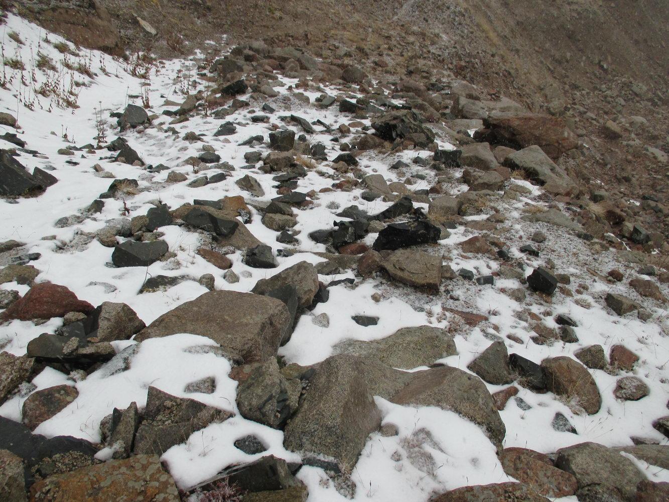 опасная тропа. горы алатау. казахстан