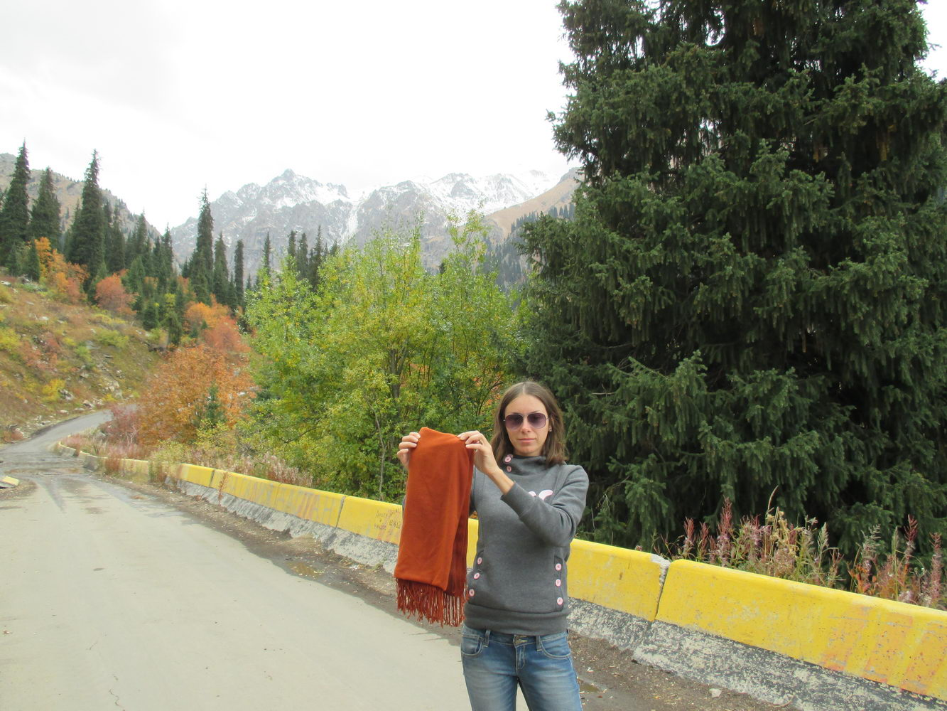 оля нашла рыжый шарф. горы алатау. казахстан