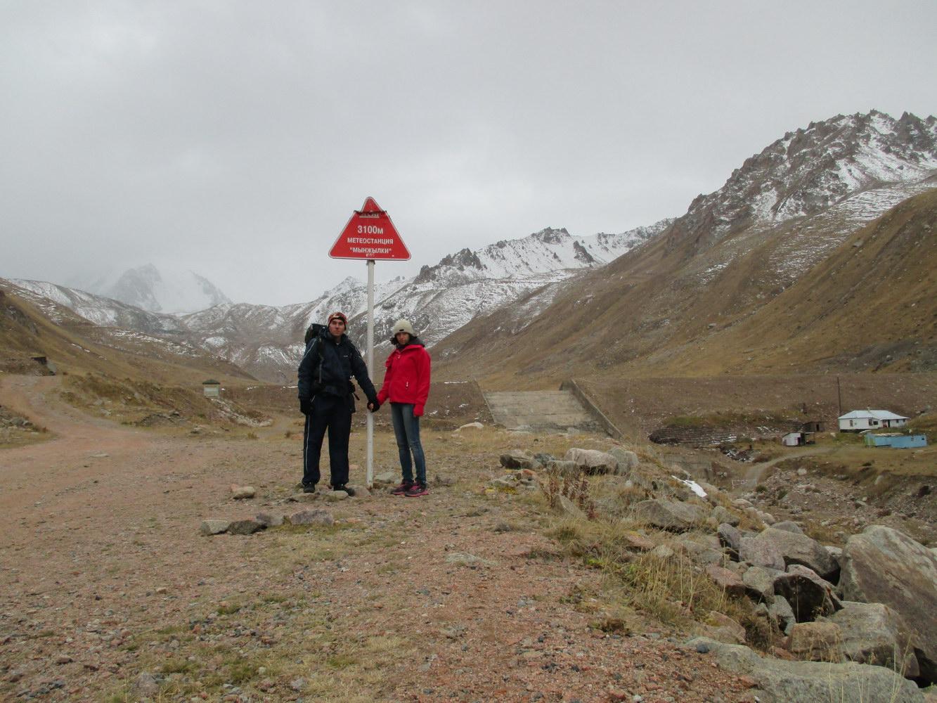метеостанция на высоте 3100 метров. горы алатау. казахстан