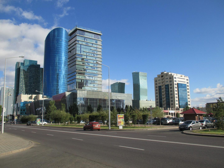 красивое современное здание. астана. казахстан