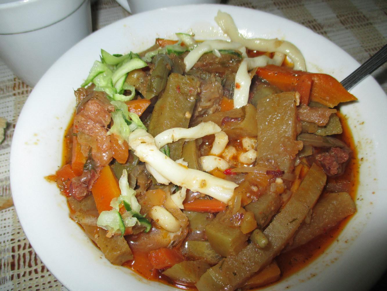 лагман. традиционная казахская кухня