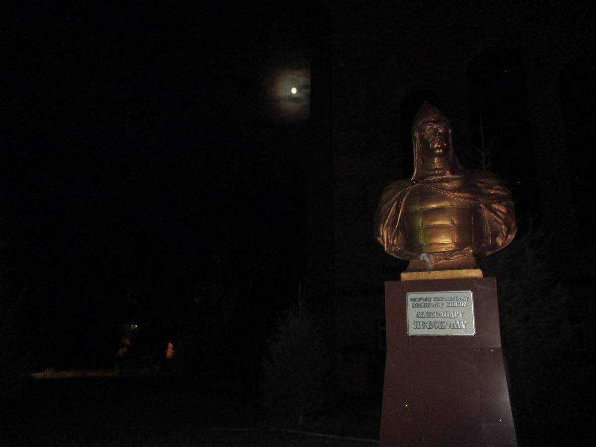 памятник невскому, павлодар. путешествие автостопом в казахстан