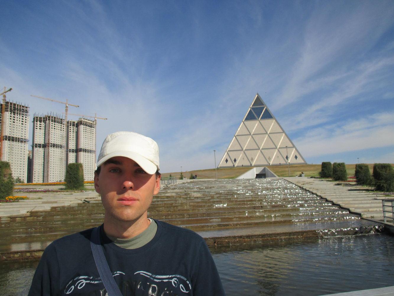 пирамида. президентский парк. астана. казахстан