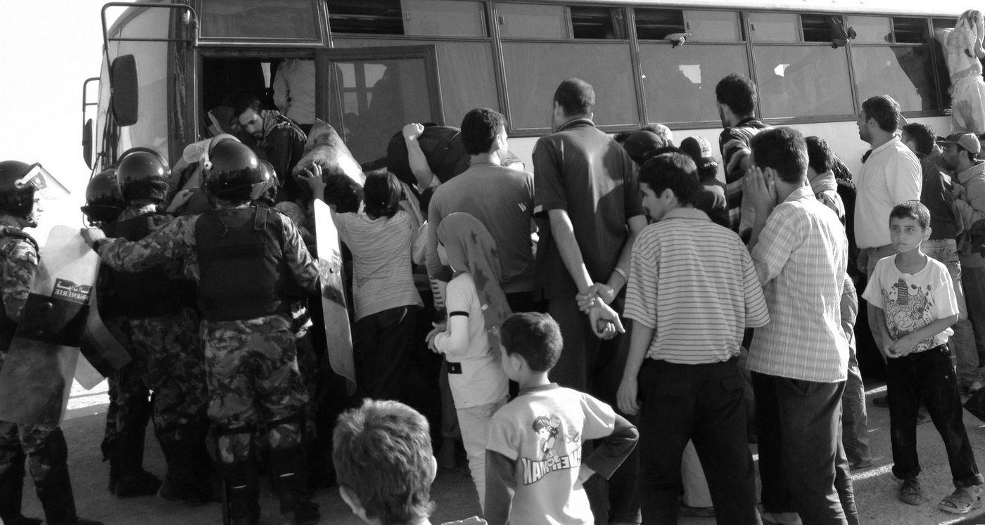 Заражение или Ядерная война автобус беженцы