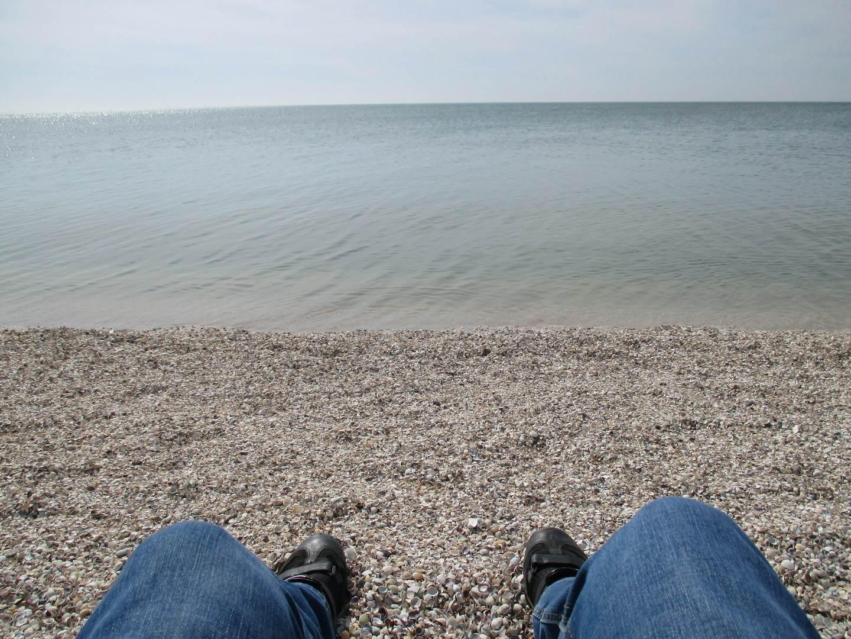 ноги. море и пляж. набережная бердянск.