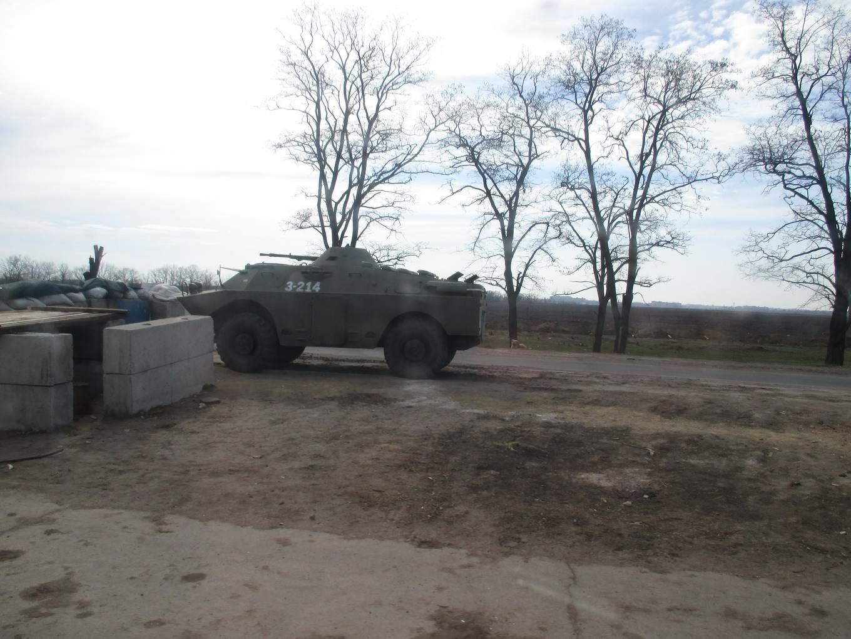 бтр и баррикады. военный блок пост. материал: Автостоп. Украина во время АТО