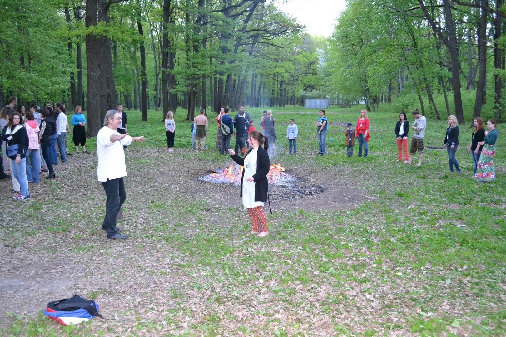 секретный боевой танец. подготовка к хождению по углям. костёр. фестиваль тавале