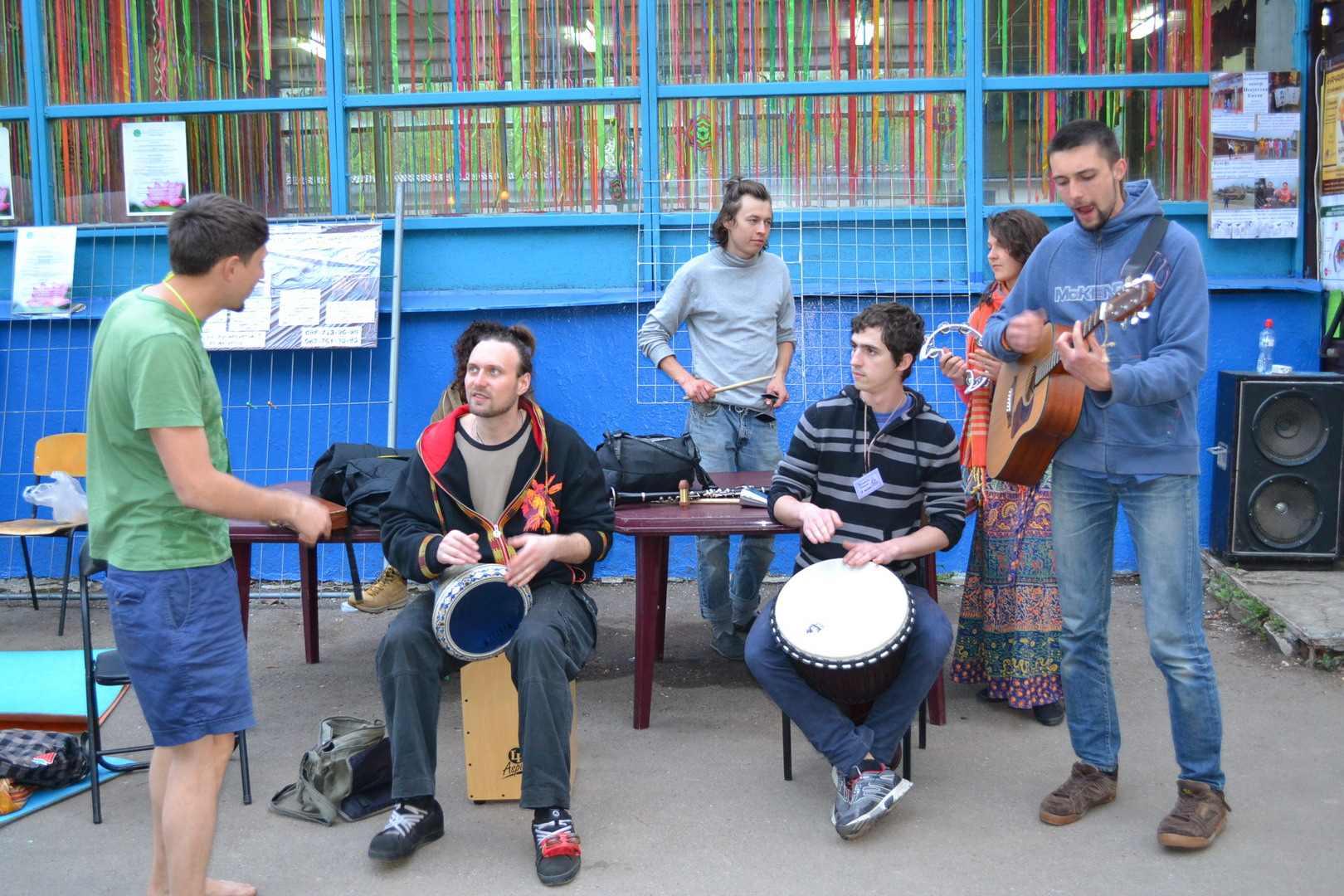 музыканты барабанщики. фестиваль тавале