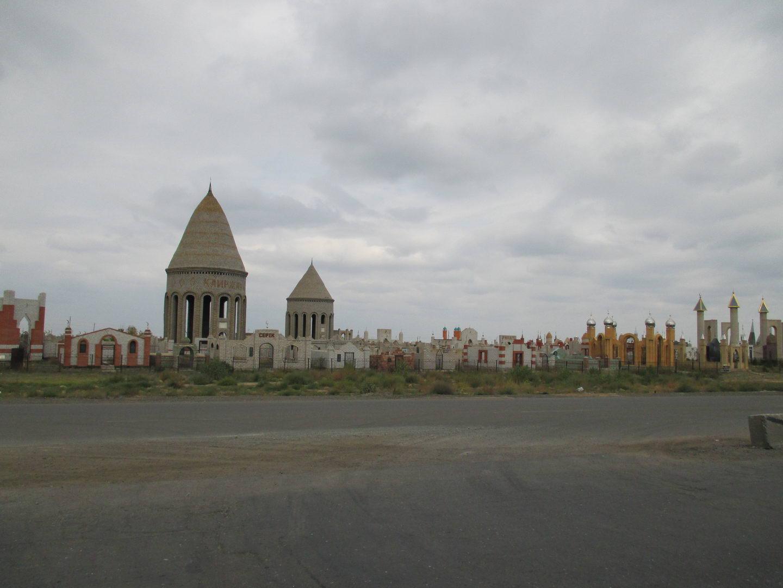 мусульманское кладбище. путешествие автостопом в казахстан