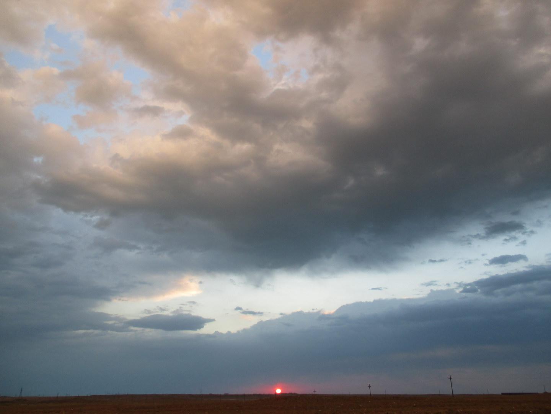 рассвет. по дороге на балхаш. казахстан