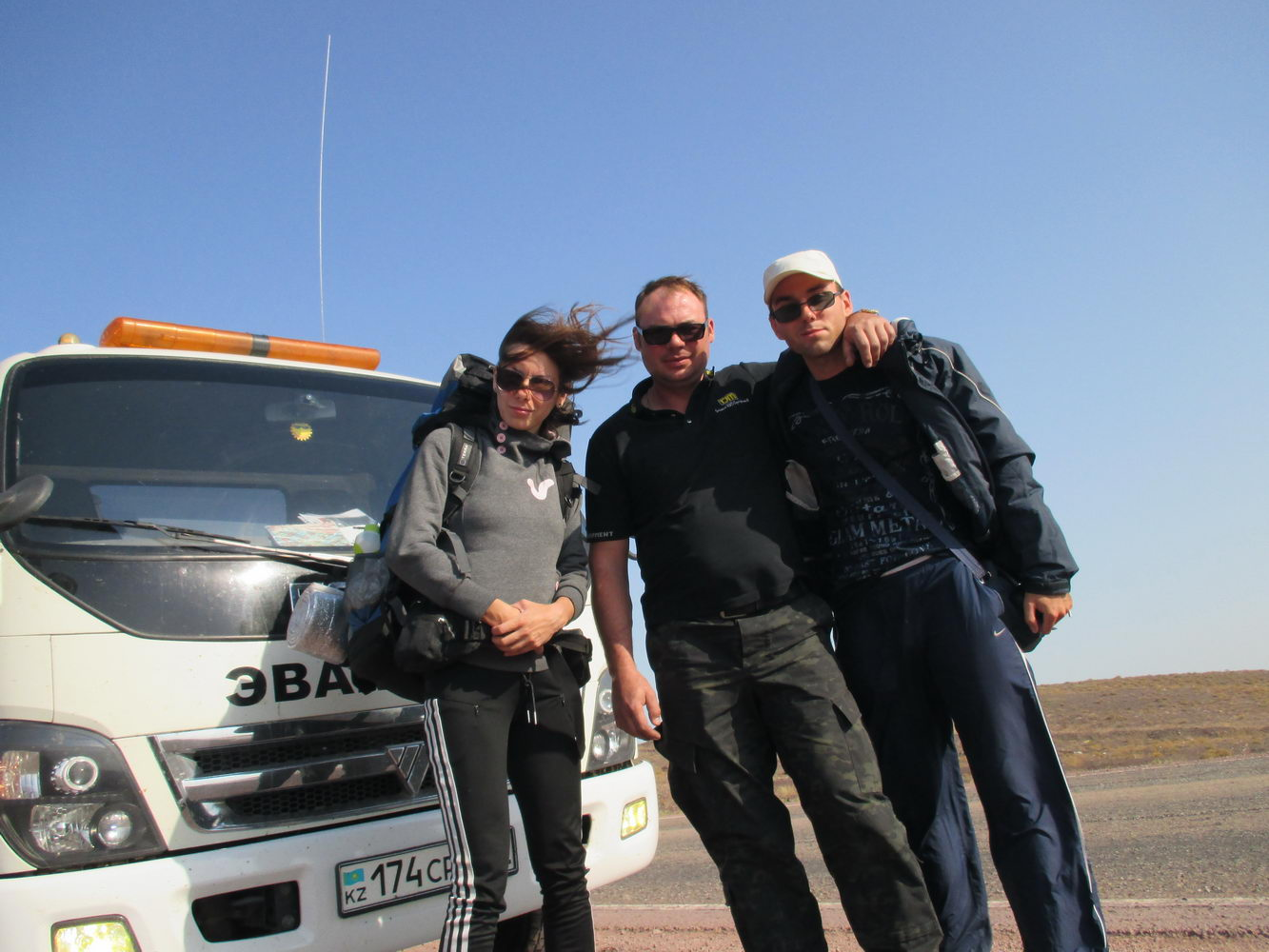 стас. автостоп на эвакуаторе по дороге на балхаш. казахстан