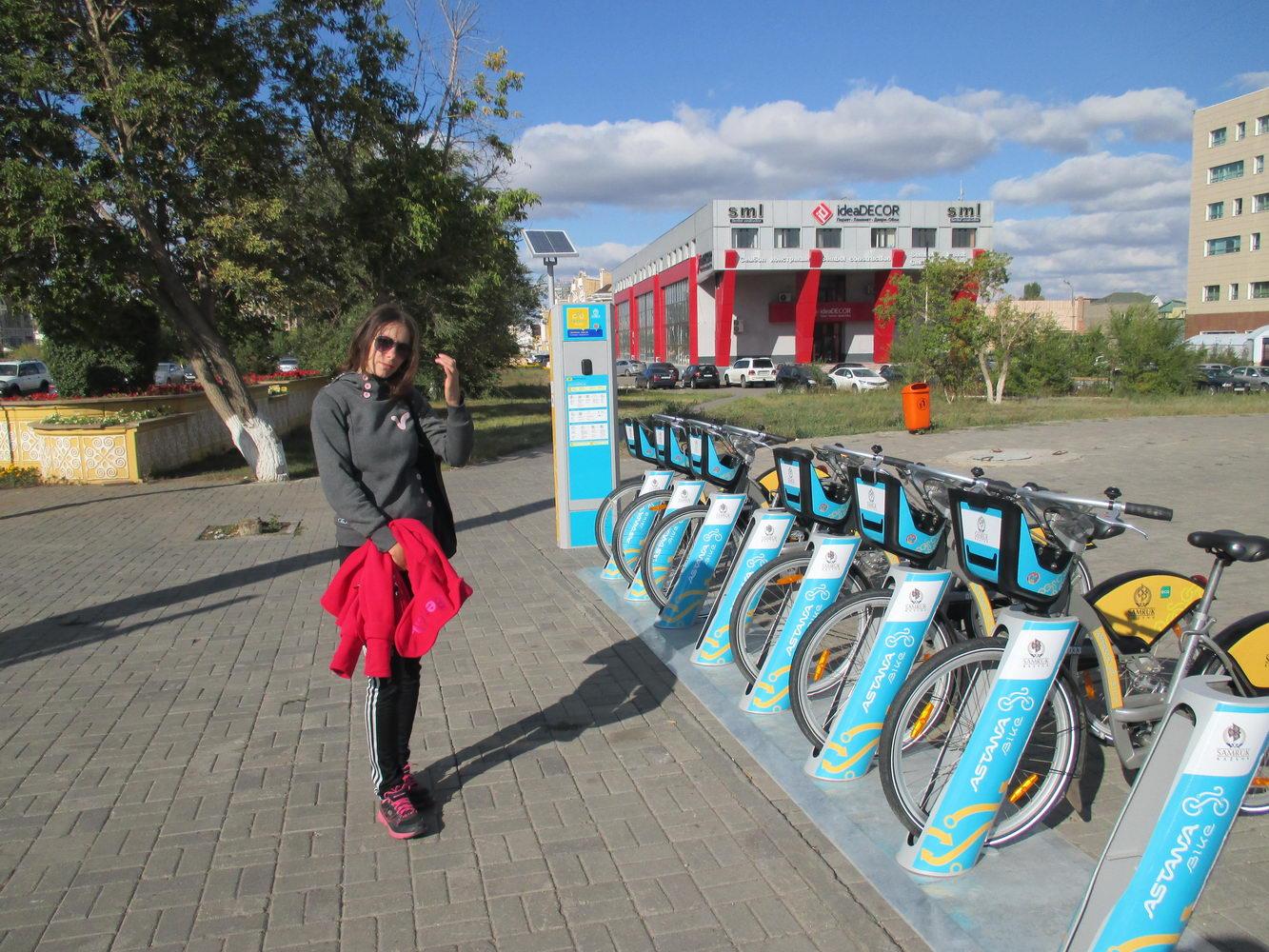 велосипеды на прокат. парк. астана. казахстан