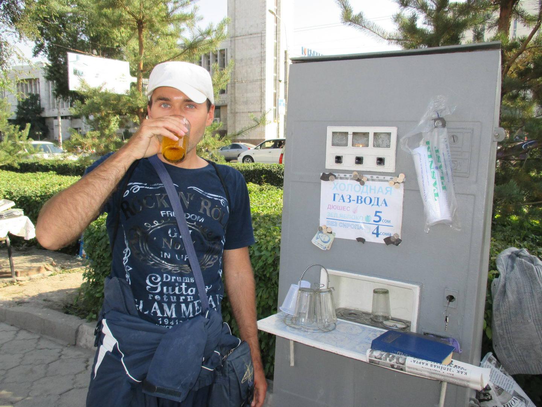 автомат с газированной водой с сиропом и без как в ссср. киргизия. бишкек