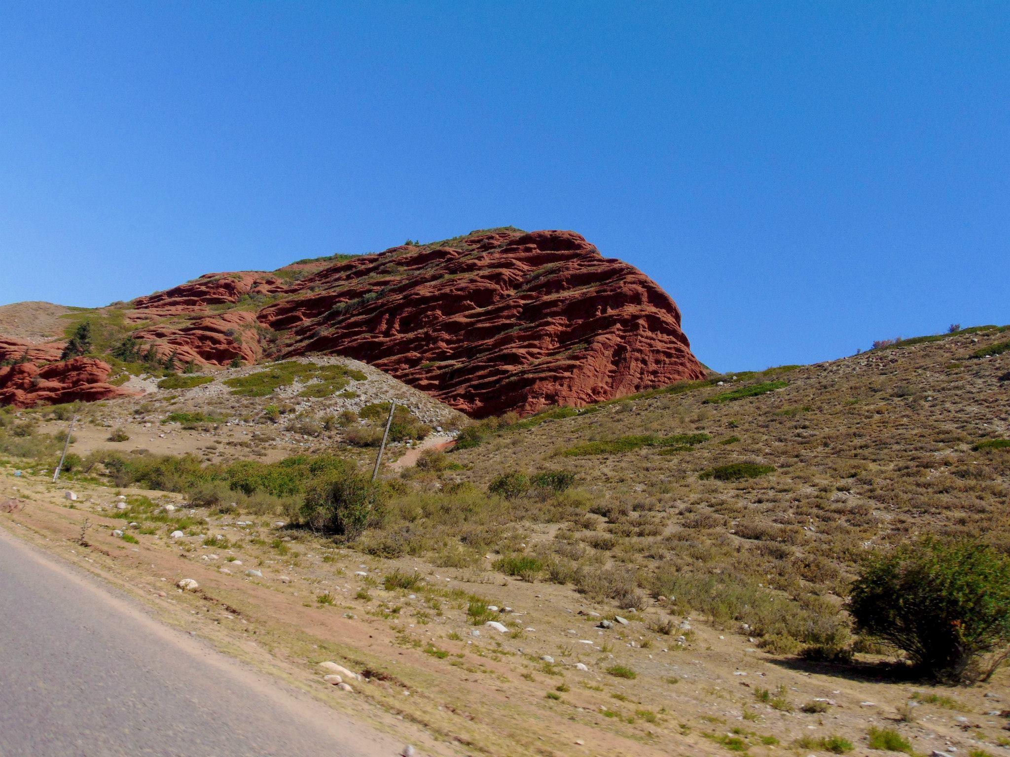 красные скалы. джалал-абад. ферганская долина. предгорье тянь-шаня. путешествия кати в киргизии