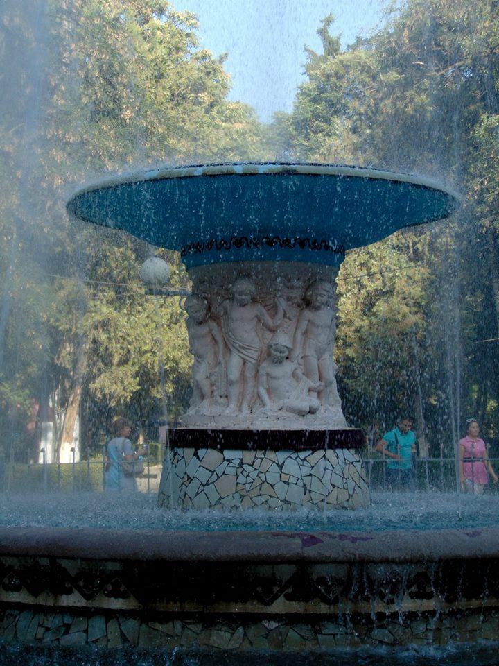 площадь Ала Тоо. красивый фонтан. киргизия. бишкек