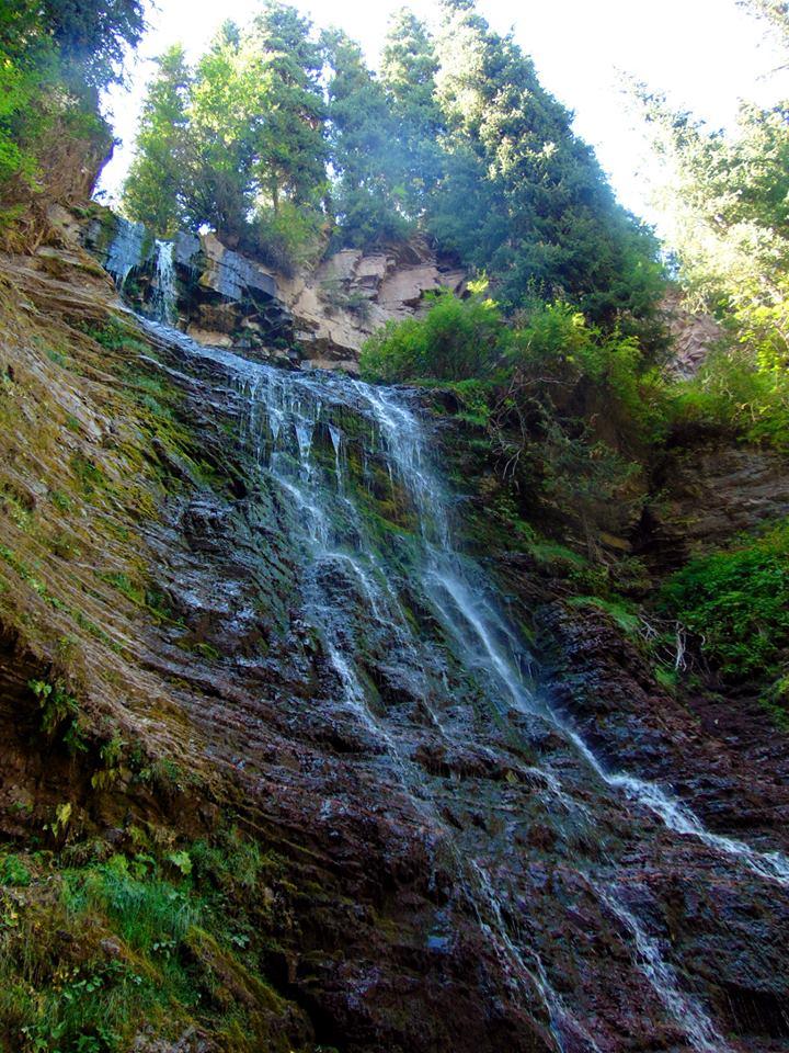 водопад. джалал-абад. ферганская долина. предгорье тянь-шаня. путешествия кати в киргизии