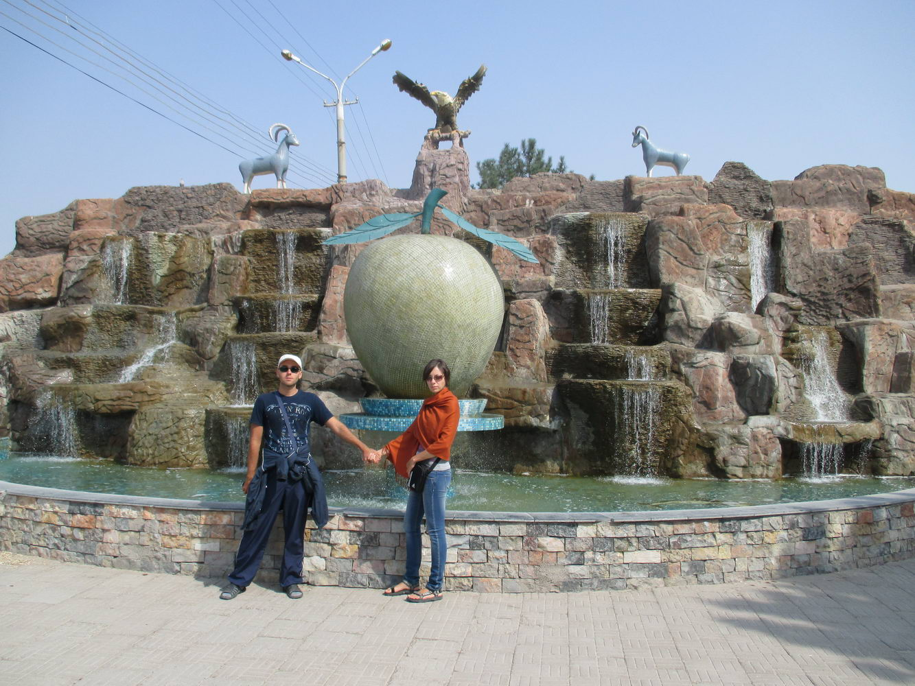 яблоко символ города. узбекистан алмалык