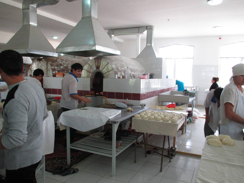 как делают узбекские лепёшки. пекарня узбекистан ташкент