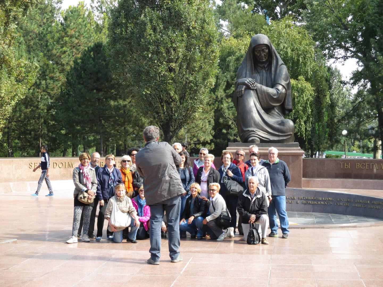 европейские туристы. узбекистан ташкент