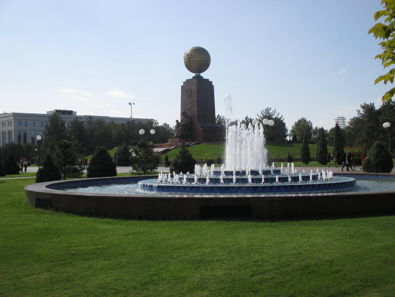 фонтан в парке. узбекистан ташкент