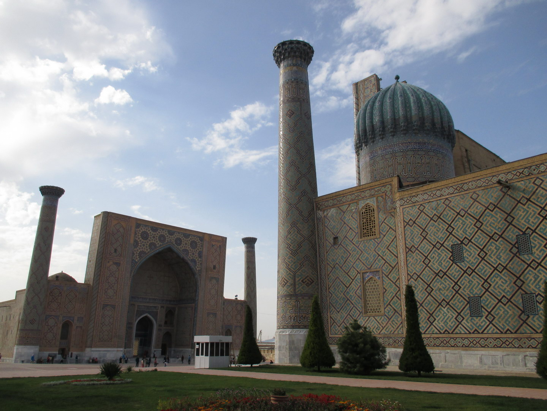 дворец. площадь регистан. туристический самарканд. узбекистан