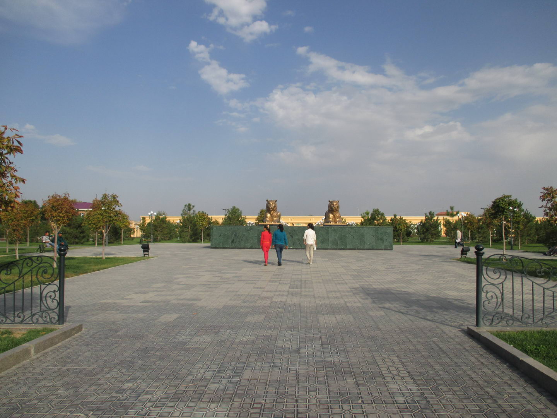 площадь регистан. туристический самарканд. узбекистан