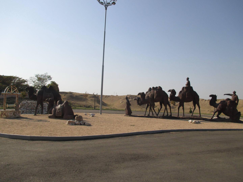 памятник каравану. узбекистан самарканд