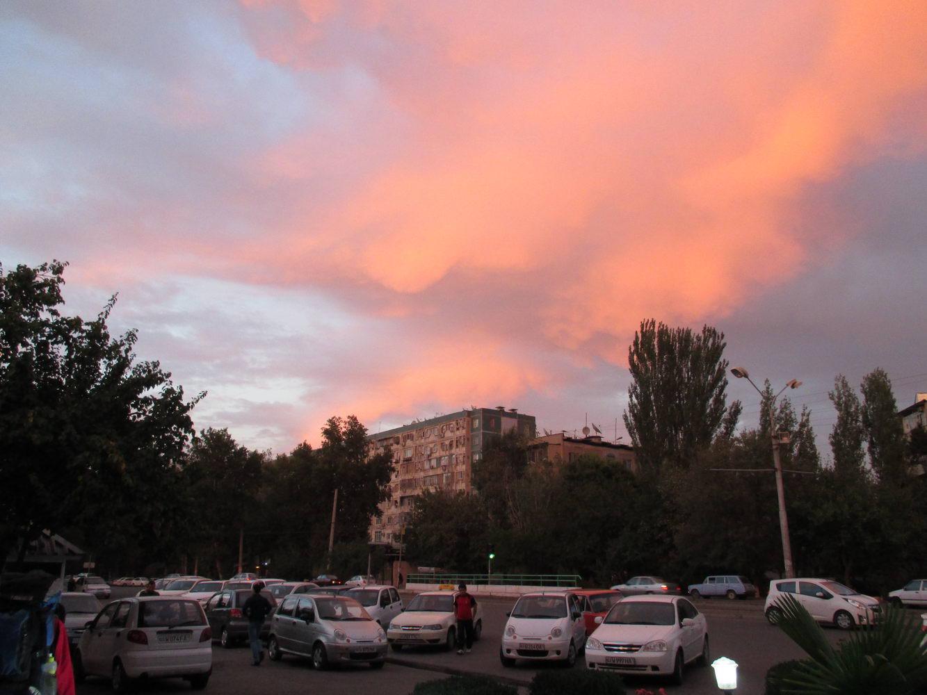 красивое небо на автовокзале. узбекистан ташкент