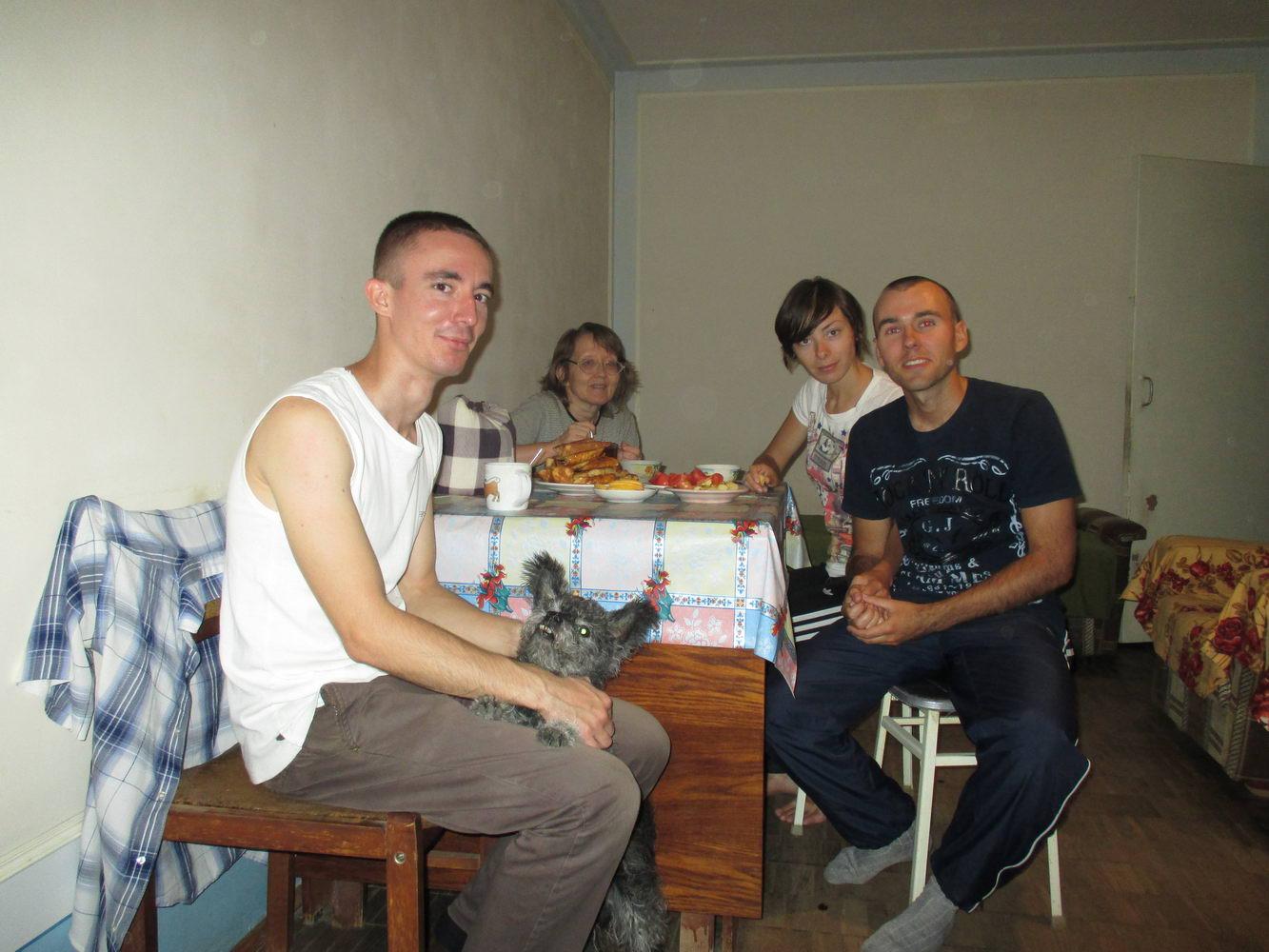 наш каучсёрфер и его семья. узбекистан ташкент