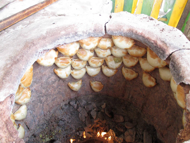 узбекская тандырная печь. узбекистан алмалык
