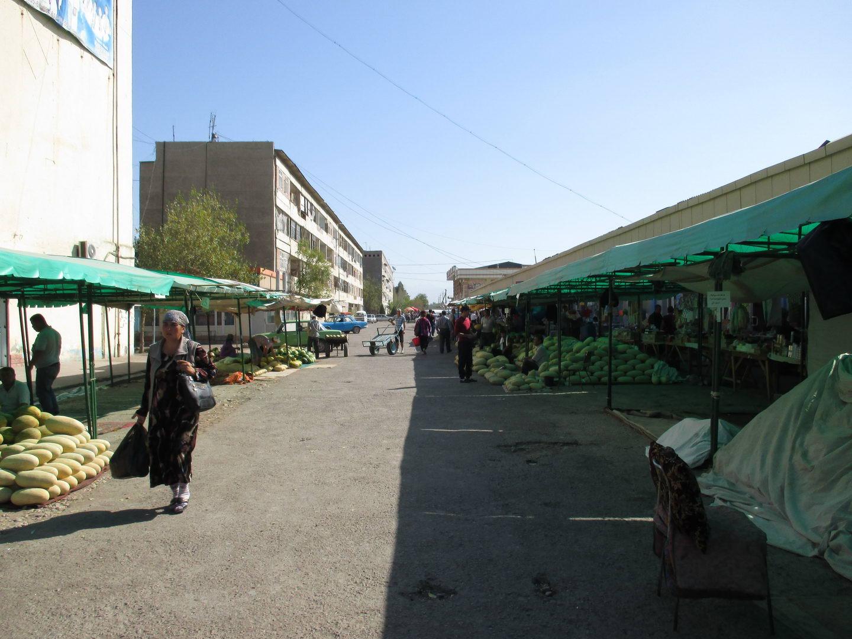 узбекский базар. узбекистан алмалык