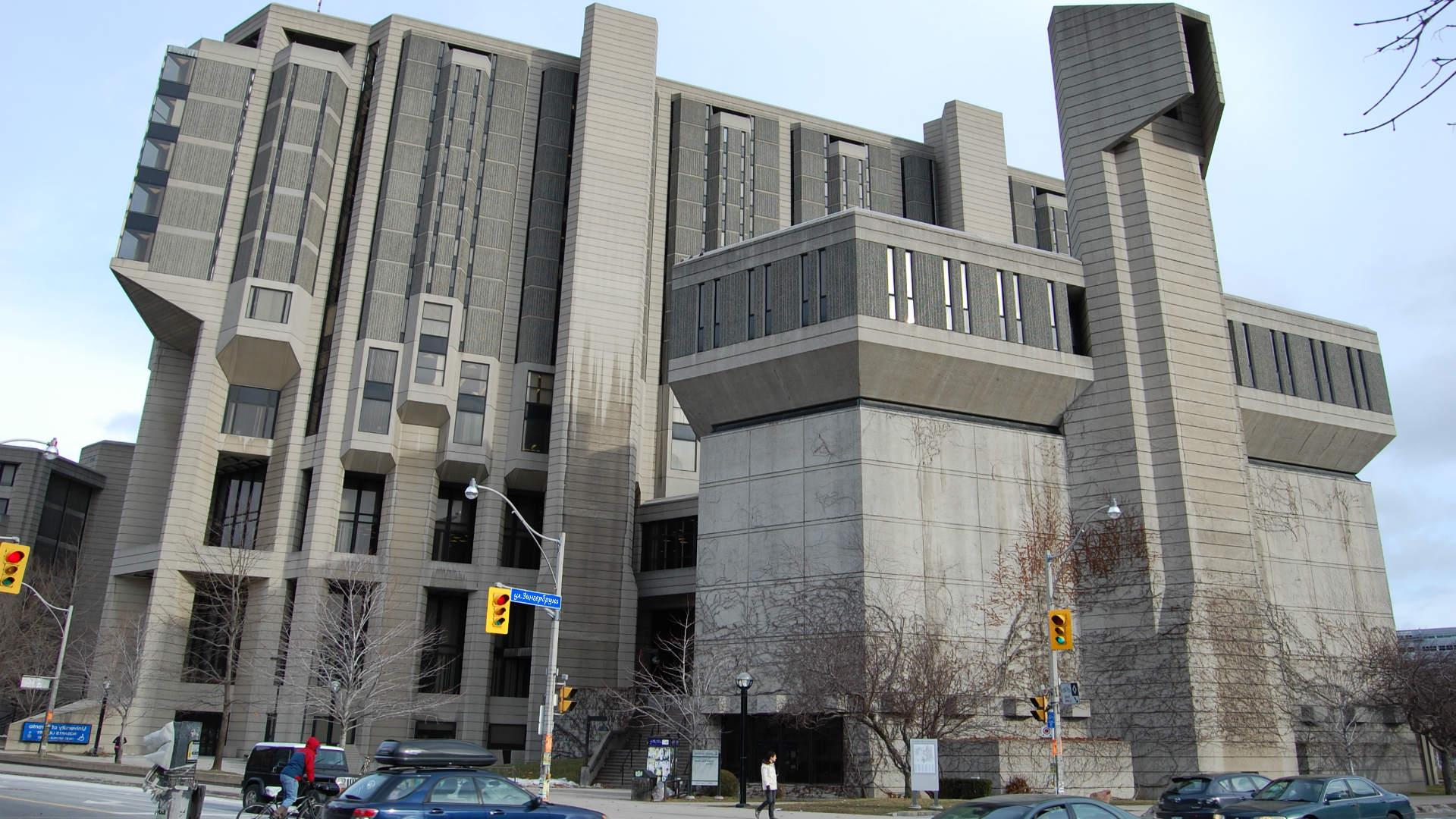 нелепое бетонное здание советской архитектуры. инквизиция в ссср. альтернативная реальность